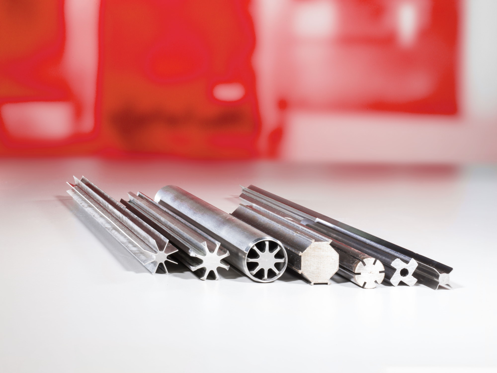 Kundenspezifische Sonderprofile - Högg AG Produktionstechnik