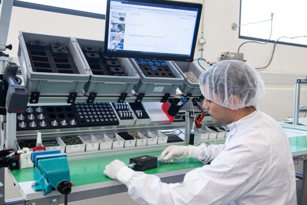 Staubfreie Montage - Högg AG Produktionstechnik