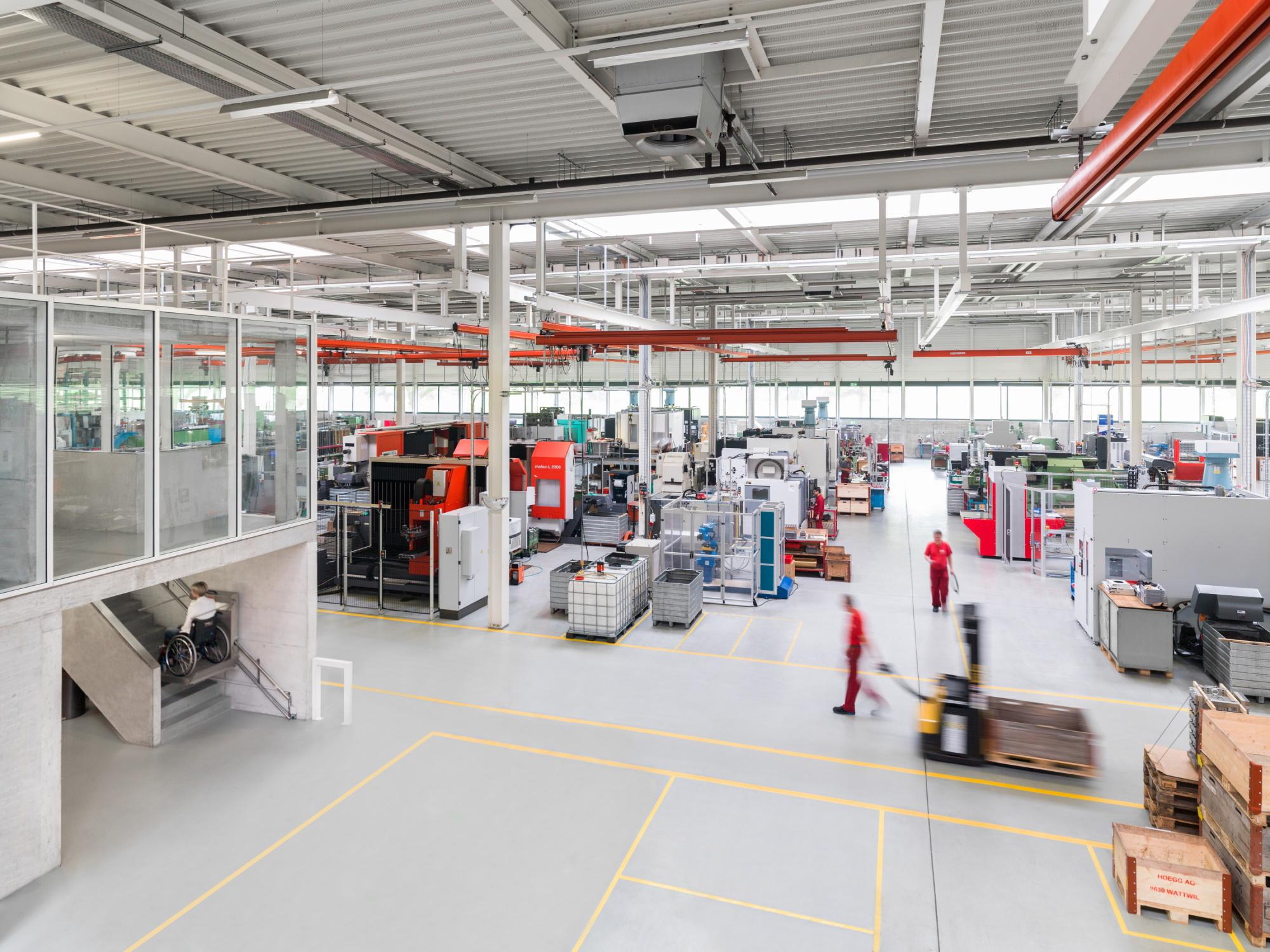 Blick in die Produktionshallen der Högg AG Produktionstechnik - Högg AG Produktionstechnik